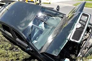 Auto zastavilo až o můstek Středeční dopravní nehoda ve Volduchách