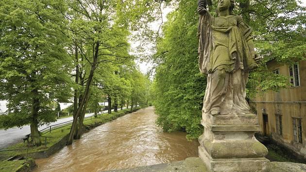 Dobřív - Švédský most při stoupající hladině potoka