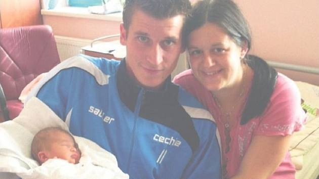 Sabina FIALOVÁ ze Spáleného Poříčí si poprvé zakřičela na sále plzeňské porodnice 3. října šestnáct minut před půlnocí. Manželé Pavlína a Vladislav Fialovi znali pohlaví miminka dopředu. Sabinka vážila při narození 3140 gramů, měřila 49 cm.