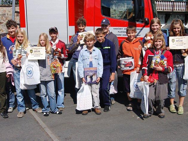 V areálu HZS Rokycany i  sousední škole TGM uskutečnila soutěž mladých záchranářů.