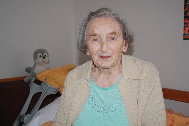Rokycanská charita měla včera ´otevřené dveře´. Návštěvníci mohli prozkoumat třeba Domov pro seniory. Do soukromí svého pokoje nás nechala nahlédnout Marie Dvořáčková.