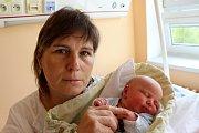 GABRIEL HAHN z Kyšic se na sále rokycanské porodnice narodil 2. května v devět hodin ráno. Malý Gabriel je šestým potomkem manželů Pavly a Miloslava a přišel na svět s mírami 4120 gramů a 55 cm. Tatínek byl u porodu pomáhat.