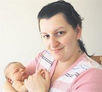 Petr ANDRLE z Plzně se narodil 25.dubna ve 13 hodin a 33 minuta. Maminka Veronika a tatínek Petr věděli dopředu, že jejich první dítě bude chlapeček. Petřík přišel na svět s mírami 3820 gramů a 53 cm. Tatínek byl na sále u porodu pomáhat.