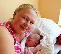 ELIŠKA BERANOVSKÁ ze Spáleného Poříčí se narodila 3. května ráno, sedm minut před šestou. Maminka Ivana a tatínek Lukáš věděli dopředu, že si z porodnice ponesou domů malou slečnu. Eliška vážila 3460 gramů, měřila rovných 50 cm.