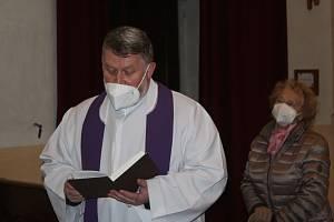 Věřící z Rokycan absolvovali odpolední pobožnost.