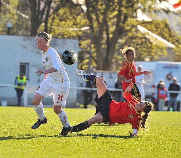 Obhájkyně evropského prvenství ve věkové kategorii do 17 let zářily v Rokycanech. Mladé fotbalistky ze Španělska vyhrály v Husových sadech oba zápasy (s Belgií 2:0 a s Itálií 6:1) a zahrají si  létě o titul ve Švýcarsku.