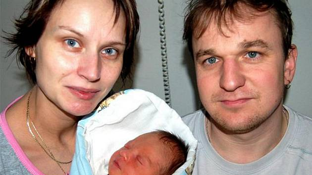 Jakub FIALA z Červeného Hrádku se narodil 8. prosince ve čtvrt na pět ráno. Vážil 3220 gramů a měřil 49 cm. Manželé Pavlína a Jan se nechali pohlavím svého prvního dítěte překvapit.