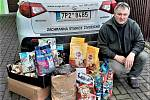 Sponzorské dary pro zvířátka ze záchranné stanice přebíral Pavel Moulis.