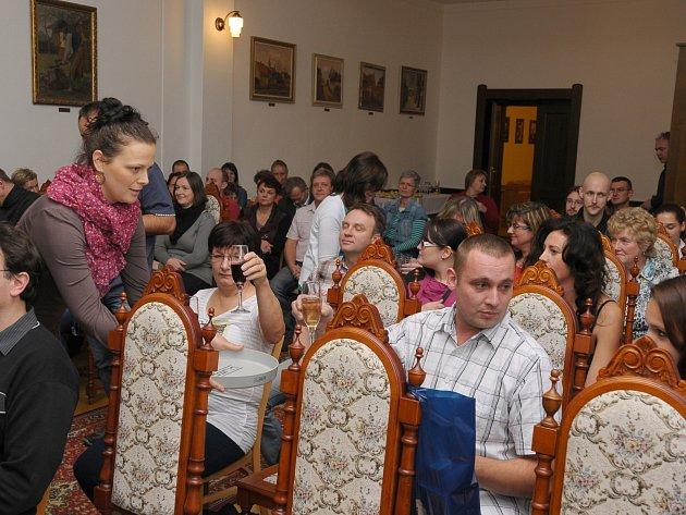 Středeční podvečer patřil v obřadní síni městského úřadu v Rokycanech dárcům krve.