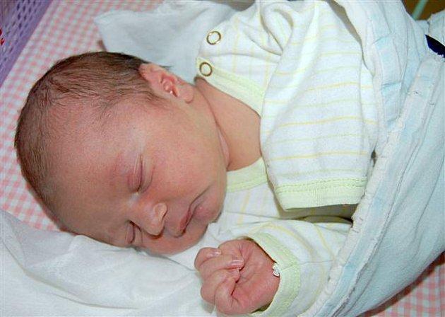 Karel ŠIMÁK   z Rokycan si poprvé zakřičel na porodním sále 4. září. Narodil se za minutu sedm večer. Manželé Lenka a Karel věděli dopředu, že jejich první dítě bude kluk. Karlík se narodil s mírami 3970 gramů a 50 cm.