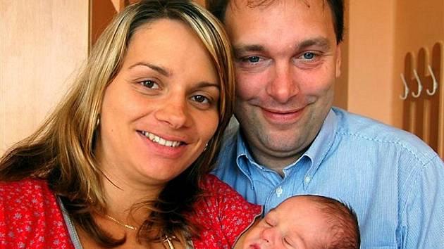 Max Hengstermann z Rokycan to do okresní porodnice neměl daleko. Vykoukl na svět 10. července v pět hodin ráno s mírami 51 centimetrů a 3300 gramů. Manželé Michaela a Uwe věděli, že k malé Lauře (tři a půl roku) se připojí bráška.