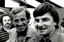 Paříž 1980. Jean Paul Belmondo nevynechal proslulý turnaj na Rolanda Garros, vpravo je tehdy šestatřicetiletý Milan Štěrba.