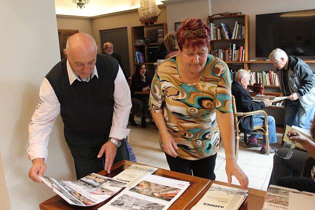 Patrioti Radnic si v závěru týdne nenechali ujít křest kalendáře. Jsou v něm zmapované změny ve vzhledu města za uplynulých 105 let.