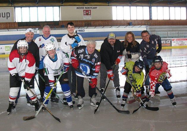 Petr Jonák, bývalý hráč Škody Plzeň a ZVVZ Milevsko, oslavil 70. narozeniny. Sportovní kariéru ukončil jako hokejista a následně i jako trenér v Rokycanech.