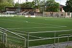 Je zkolaudováno, plocha umělého trávníku je připravená k užívání. Také hlavní a tréninkové hřiště se zelenají, zatím ale budou odpočívat...