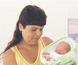 Vojtěch Dominik SLÁDEK z Radnic se narodil 28. června ve 13 hodin a 37 minut. Manželé Marie a Milan věděli, že jejich páté dítě bude chlapeček. Doma na malého brášku čekají sourozenci Šárka (22 let), Nikola (19 let), Maruška (16 let) a Vašík (5 let). Malý