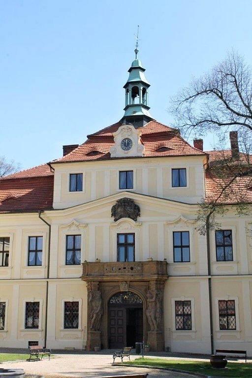 Zámek v Mirošově.