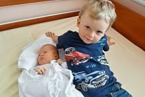 Monika Volfová se narodila 24. května ve 12:23 mamince Janě a tatínkovi Miroslavovi z Nepomuku. Po příchodu na svět v plzeňské FN vážila sestřička Tomáška 3880 gramů a měřila 51 cm.