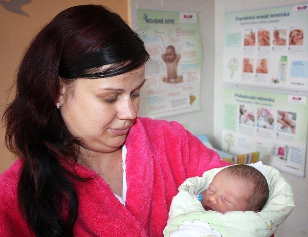 JAKUB AUTERSKÝ z Radnic se na sále rokycanské nemocnice narodil 14. června, za dvě minuty půl desáté dopoledne. Maminka Markéta a tatínek Václav znali pohlaví svého prvního dítěte dopředu. Kubík vážil při příchodu na svět 3200 gramů, měřil rovných 50 cm.