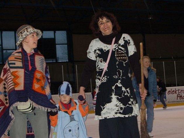 Rokycanská gymnazistka Denisa Kokošková uspořádala karneval na ledě.