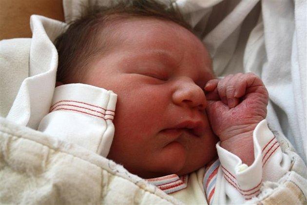Natálie UHERSKÁ z Mirošova se narodila 18. března brzy ráno, ve tři hodiny a čtyřicet pět minut. Maminka Veronika a tatínek Tomáš znali pohlaví miminka dopředu. Natálka vážila 3330 gramů, měřila 50 cm.