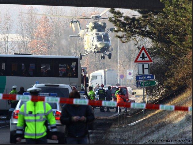 Po tragické nehodě autobusu u Rokycan, zůstává v péči českých lékařů poslední z cestujících.
