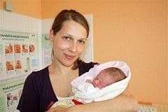 DENISA OLIBERIUSOVÁ z Rokycan přišla na svět 21. dubna ve 22 hodin a 21 minut. Manželé Miroslava a Michal znali pohlaví svého druhého dítěte dopředu. Doma už mají prvorozenou dceru Danielku (necelé dva roky). Deniska vážila při narození 3100 gramů.