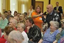 Mirošov navštívil Bohuslav Sobotka. Konkrétně Dům Harmonie, kde se seniory diskutoval nad aktuálními tématy.