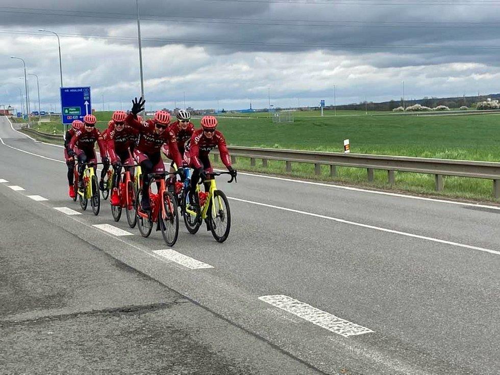Jezdci se vraceli domů po vlastní ose
