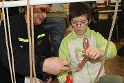Malí hasiči soutěžili v pexesu i uzlování