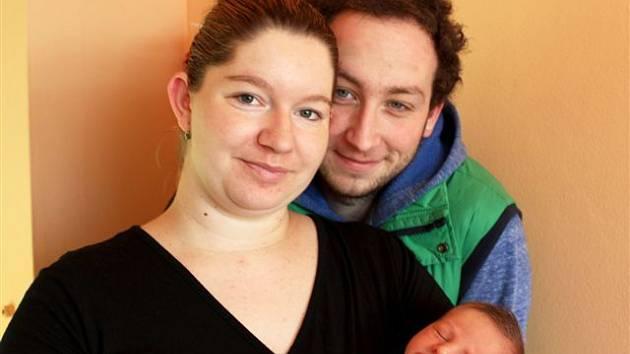 Adam MONHART z Rokycan přišel na svět 23. prosince, jako vánoční dárek pro maminku Nikolu a tatínka Marka. Doma se na malého brášku těšila prvorozená dcera Terezka (3 roky), která musela počkat se Štědrým dnem až na 26. prosince. Vážil 2920 gramů, 47 cm.