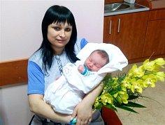 Dominik JANDA ze Svojkovic se narodil v plzeňské fakultní nemocnici mamince Kláře a tatínkovi Pavlovi 5. ledna ve 12 hodin a 10 minut. Po příchodu na svět vážil bráška tříletého Patrika 3890 gramů a měřil 52 centimetrů.