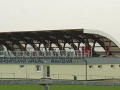 Nová tribuna v Rakové.
