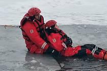 Zbirožské hasiče prověřil led.