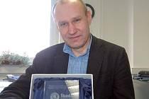 Rokycanská firma Eugen Wexler se pyšní dalším úspěchem. Petr Krob předvedl, jak vypadá prestižní ocenění pro jednoho z deseti nejlepších dodavatelů Škoda Auto.