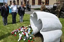 Na počest radisty. Památku rodáka a radisty skupiny Sliver A Jiřího Potůčka Tolara uctili v sobotu po poledni účastníci pietního aktu v Břasích.