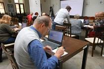 Městská knihovna Rokycany pořádala počítačový kurs pro věkově pokročilé