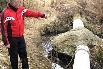 Rokycanský atlet Michal Šůcha (na snímku), který si chodí často do této lokality zaběhat, popisuje, jak zde vypadal povrch, než přišla poslední zátopa.