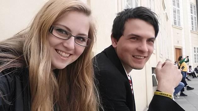 Martin Šimek s přítelkyní Monikou v Praze