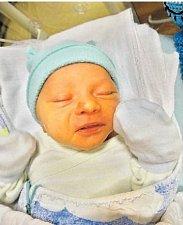 SAMUEL HŘEBÍK se narodil 19. prosince ve 20:15 mamince Kristýně a tatínkovi Josefovi Žižkovi z Hrádku u Rokycan. Po příchodu na svět v plzeňské FN vážil jejich prvorozený synek 3720 gramů a měřil 48 centimetrů.
