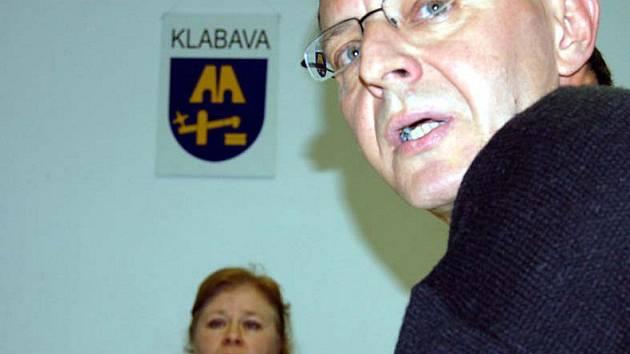 Zajímavé bylo na sklonku týdne jednání obecního zastupitelstva v Klabavě. Šéf kontrolního výboru Pavel Kočárek sezde zmínil  o prohlídce hasičské zbrojnice.