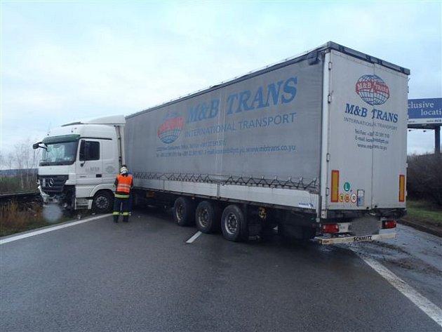 Středeční nehoda na dálnici D5 u Rokycan.