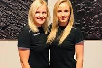 Jana Štychová (vlevo) a vedle ní Lucie Šulcová zastupovaly české fotbalové rozhodčí na Islandu.