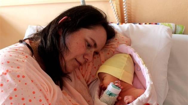 Lenka JUREČKOVÁ z Hrádku se na sále rokycanské porodnice narodila 1. března v 15 hodin a 18 minut. Maminka Lenka a tatínek Antonín, který byl u porodu pomáhat, věděli dopředu, že jejich první dítě bude holčička. Lenička vážila při narození 2750 g, 48 cm.