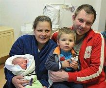 Matěj ŠPAČEK z Ejpovic přišel na svět 28. ledna. Narodil se sedm minut po osmé večer. Maminka Martina Kounovská a tatínek Jan Špaček znali pohlaví svého druhého dítěte dopředu. Doma už mají prvorozeného syna Honzíka (2 roky). Malý Matěj měl 3330 g, 50 cm.