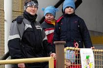 V červnu  už  na  schodiště vedoucí ke vstupu do mateřské školy Pohádka v Rokycanech děti nevstoupí.