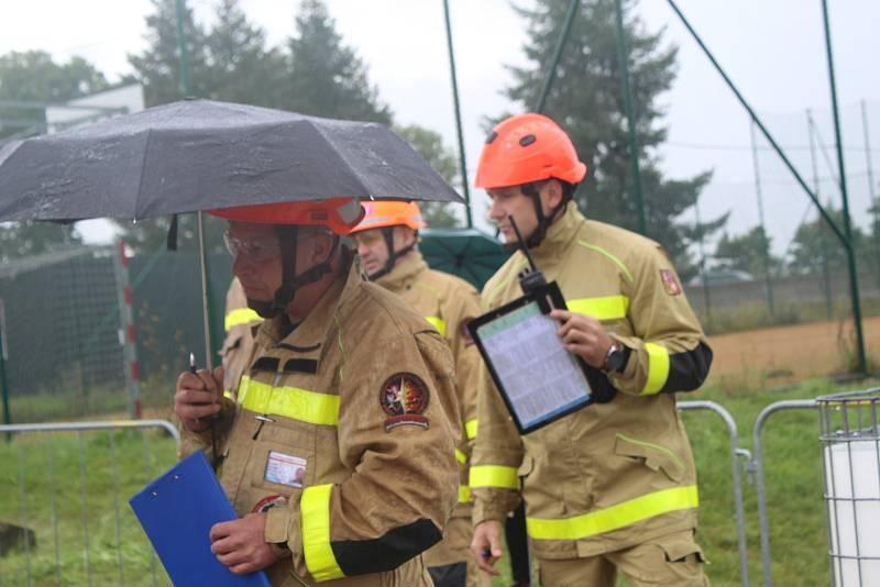 V areálu HZS na Švabíně ve Zbiroze se uskutečnila soutěž ve vyprošťování při nehodách.