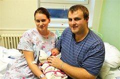 Kristýna ZÍKOVÁ z Rokycan bude mít ve svém rodném listu datum narození 3. prosince. Narodila se večer, ve 22 hodin a 57 minut. Manželé Jana a Stanislav znali pohlaví svého prvního děťátka dopředu. Malá Kristýnka vážila 3350 gramů, měřila 49 cm.