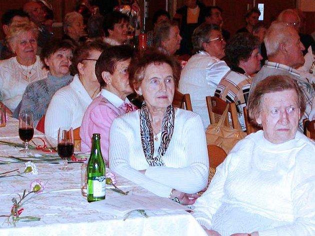 Oslav MDŽ v Rokycanech se účastnilo dvousethlavé publikum.
