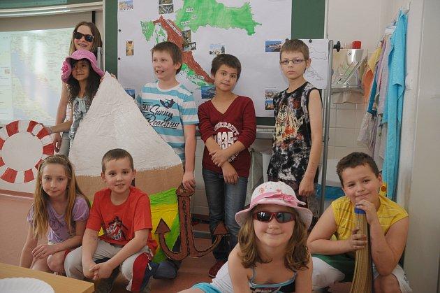 Děti těsně po dokončení příprav své prezentace o Chorvatsku.